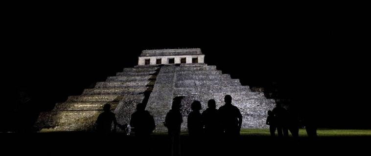 Hallan canales de agua bajo la pirámide Maya de Palenque