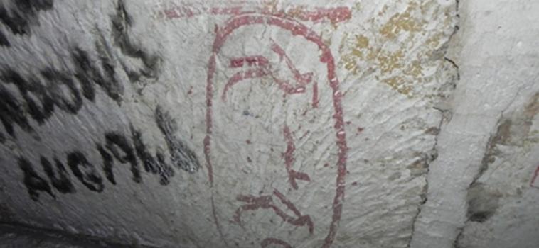 El dilema del graffiti en la pirámide de Keops